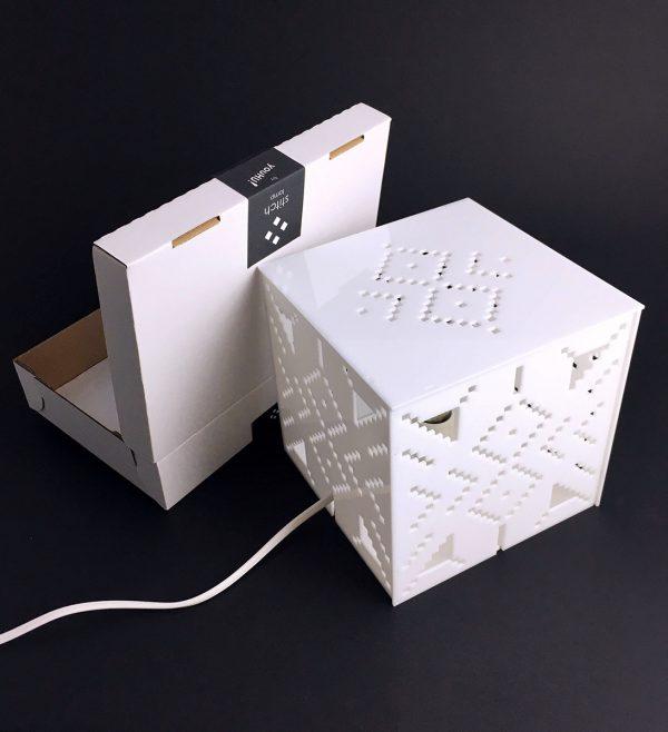 X stitch design asztali lámpa össze szerelve