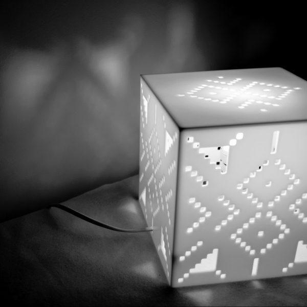 X stitch design asztali lámpa hangulat